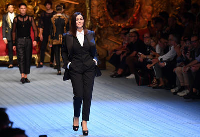 "Моника Беллуччи и Наоми Кэмпбелл на показе Dolce & Gabbana <span class=""color_red"">- ФОТО</span>"
