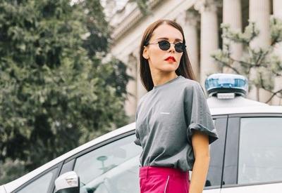 """Как носить обычную футболку летом 2018, чтобы выглядеть роскошно <span class=""""color_red"""">- ФОТО</span>"""