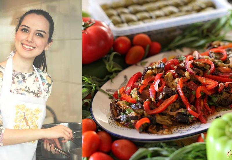 Летний салат из жареных баклажанов и свежих овощей - Пошаговый рецепт