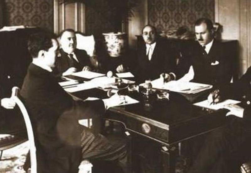1919-cu ildə Avropaya viza gözləyən Azərbaycan nümayəndə heyəti