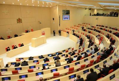 Gürcüstan parlamentində hökumətin yeni tərkibinin və proqramının müzakirəsi başladı