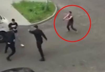 """Подозреваемый сбежал от полицейских, выхватив табельное оружие <span class=""""color_red"""">- ВИДЕО</span>"""