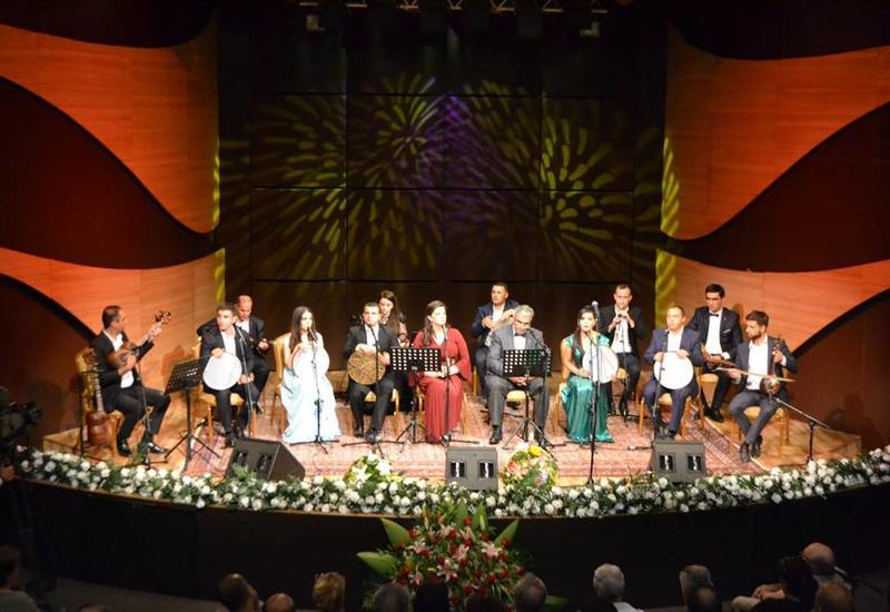 """В Центре мугама состоялся прекрасный мугамный концерт, посвященный 100-летию АДР <span class=""""color_red"""">- ФОТО</span>"""