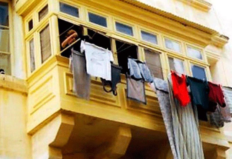 """Bakının mərkəzində balkonlardan paltar asmaq qadağan edildi <span class=""""color_red"""">- VİDEO</span>"""