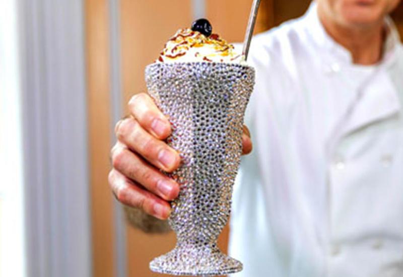 """Самый дорогой молочный коктейль попал в Книгу рекордов Гиннеса <span class=""""color_red"""">- ВИДЕО</span>"""