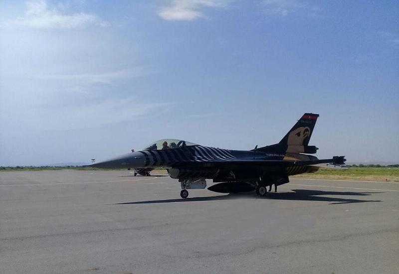 """Истребители F-16 ВВС Турции уже в Баку <span class=""""color_red"""">- ФОТО</span>"""