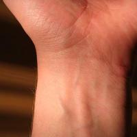 Что означают линии на запястье человека?