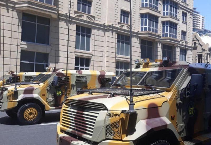 """Ordumuz parada hazırlaşır: Zirehli texnika Bakı küçələrində <span class=""""color_red"""">- VİDEO</span>"""