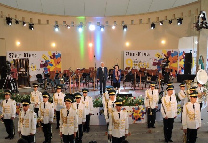 """В Шеки открылся IX Международный музыкальный фестиваль """"Шелковый путь"""""""