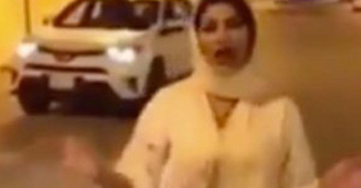 Ведущая бежала изСаудовской Аравии после скандала с«непристойным платьем»