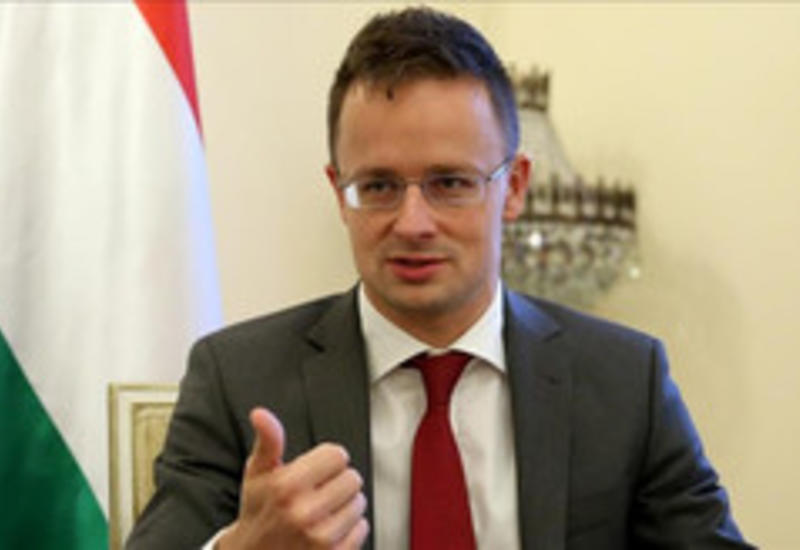Глава МИД Венгрии прибыл в Азербайджан