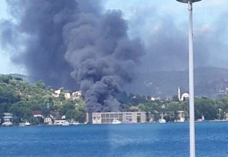 В Турции вспыхнул сильный пожар на фабрике