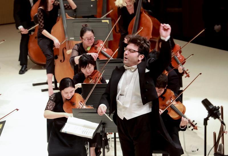 В Китае прошел концерт по случаю 100-летия АДР: зрители стоя аплодировали азербайджанскому дирижеру