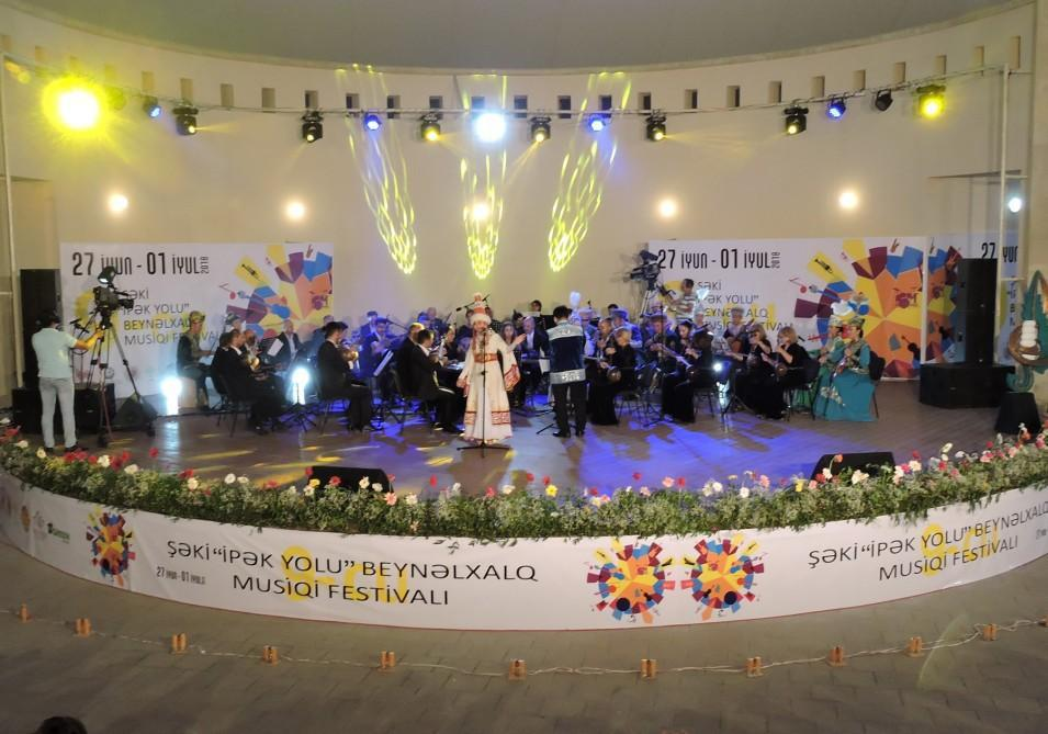 """В Шеки завершился IX Международный музыкальный фестиваль """"Шелковый путь"""""""
