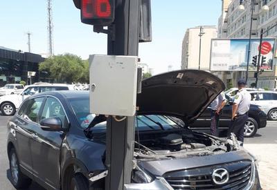 """В Баку водитель не подчинился приказу дорожной полиции и совершил ДТП <span class=""""color_red"""">- ФОТО</span>"""
