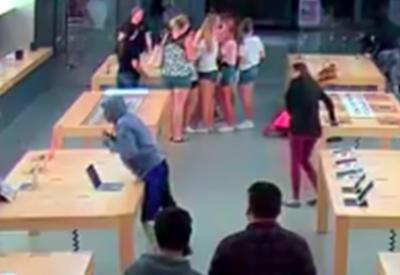 "Четыре вора за 30 секунд ограбили магазин Apple на $27 тысяч <span class=""color_red"">- ВИДЕО</span>"