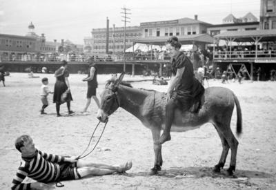 """Как отрывались на пляжных вечеринках в начале XX века <span class=""""color_red"""">- ФОТО</span>"""