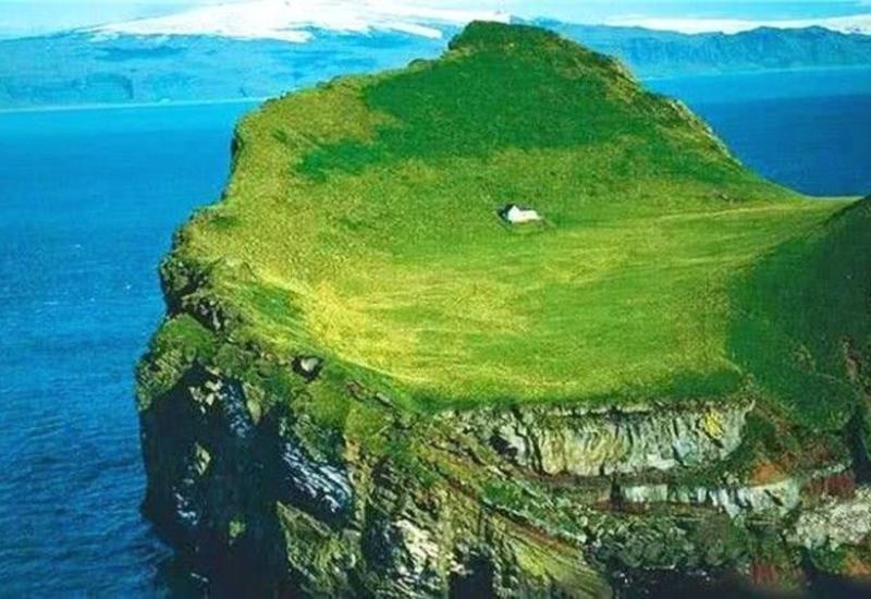 Тайна самого одинокого дома Исландии: чей он и как выглядит с другого ракурса