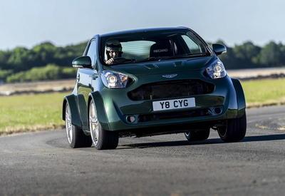 Aston Martin вставил в малолитражку двигатель размером с автомобиль