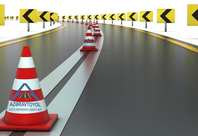 На крупных автотрассах Азербайджана ремонтируются отбойники вдоль дорог