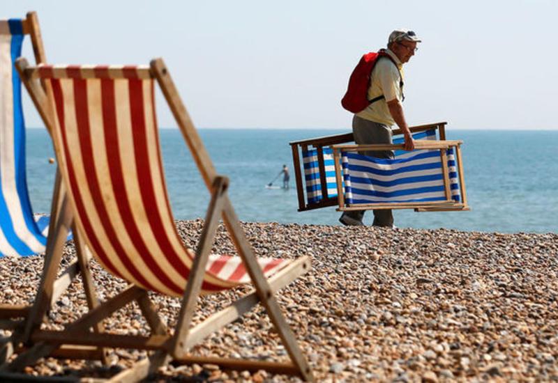 В США женщину на пляже проткнул зонт от солнца