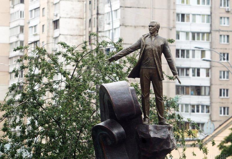 В Киеве открыли сквер и памятник Муслиму Магомаеву