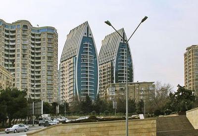 В крупном бизнес-центре в Баку произошел пожар