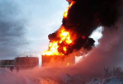 На нефтехранилище в Иране произошел сильный взрыв, есть погибшие