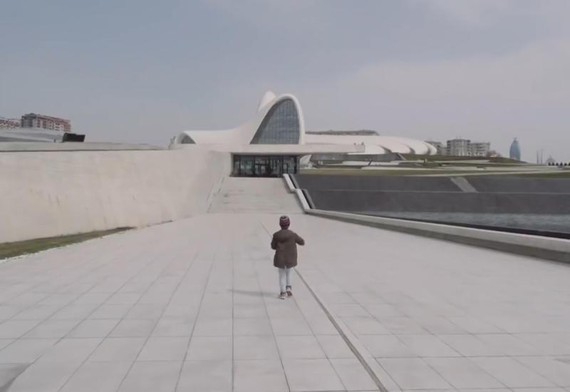 """Известный российский блогер выложил потрясающий ролик о Баку <span class=""""color_red"""">- ВИДЕО</span>"""