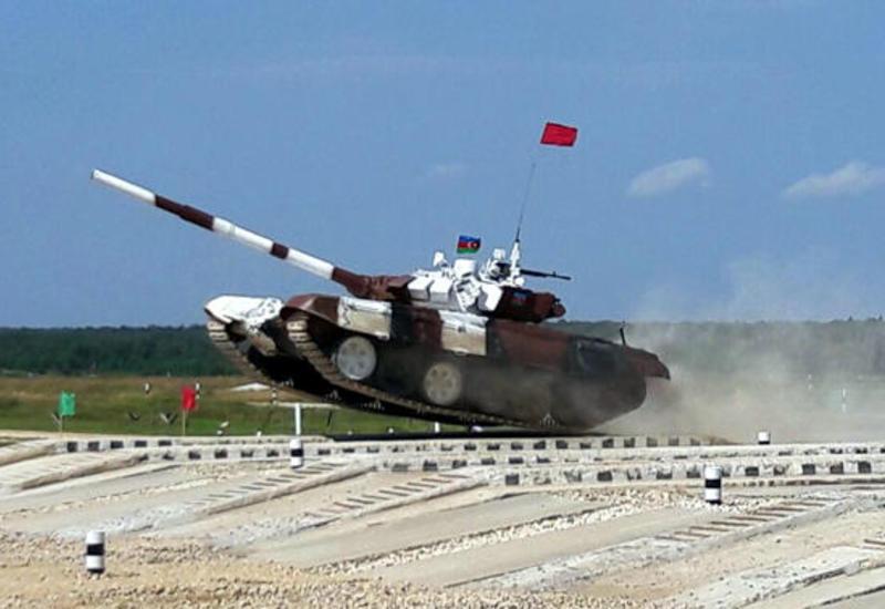 """Азербайджанские военнослужащие примут участие в """"Танковом биатлоне"""""""