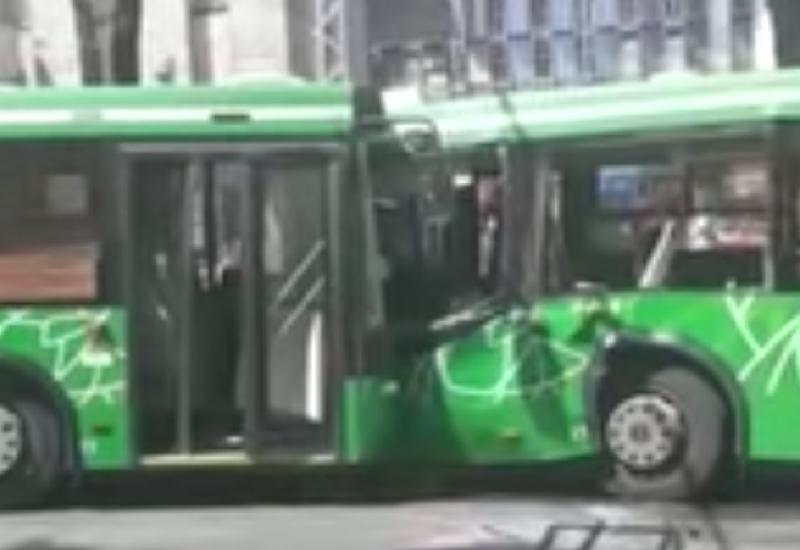 В Казахстане пострадали десятки человек в результате столкновения двух автобусов