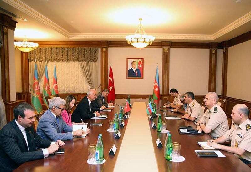 Азербайджан и Турция обсудили проекты по усилению боевых возможностей ВВС