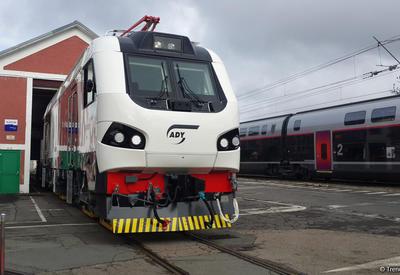"""Названа дата поставки в Азербайджан первого грузового локомотива для БТК <span class=""""color_red"""">- ПОДРОБНОСТИ</span>"""