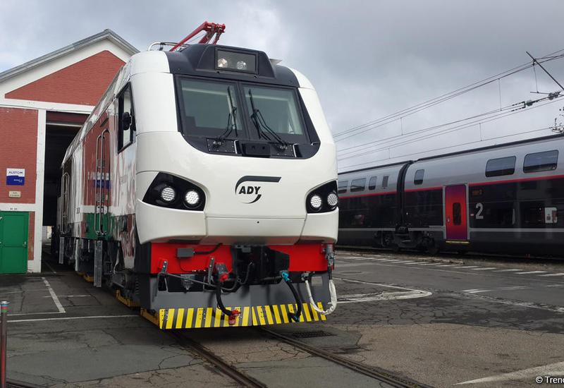 Названа дата поставки в Азербайджан первого грузового локомотива для БТК