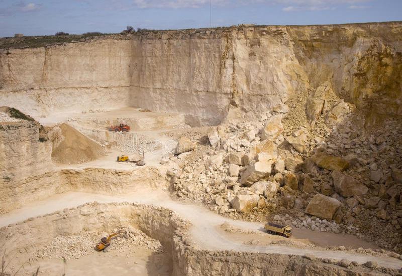 В Азербайджане возбуждено 7 уголовных дел в связи с каменными карьерами