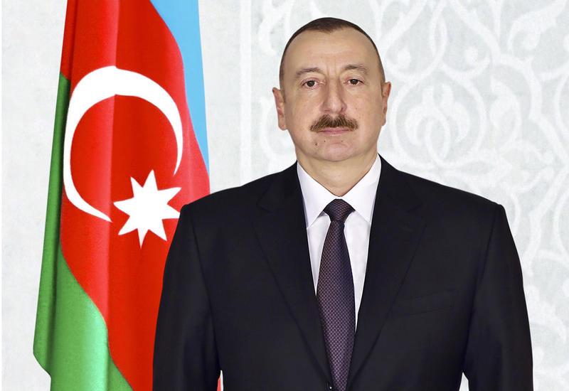 Президент Ильхам Алиев поздравил глав Индонезии и Габона