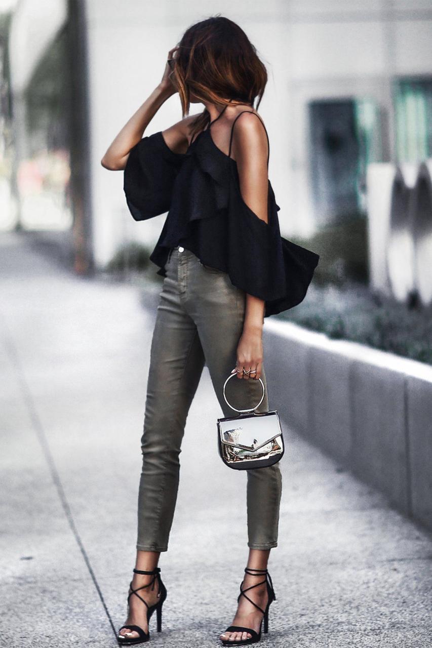 Как носить черный летом и не выглядеть мрачно: 8 стильных идей
