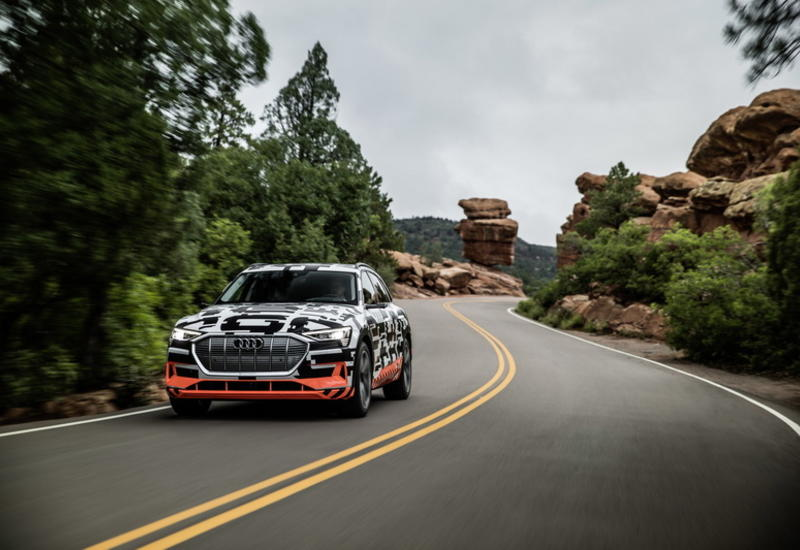 "Audi раскрыла технические характеристики электрокроссовера e-tron <span class=""color_red"">- ФОТО</span>"
