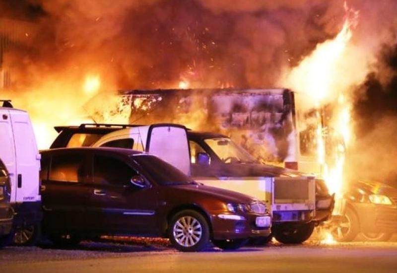 """Более 80 автомобилей сгорели в Швеции из-за массовых поджогов <span class=""""color_red"""">- ВИДЕО</span>"""