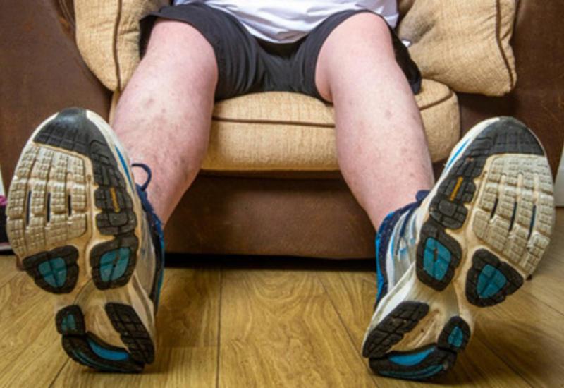 Огромные ноги оставили шотландца без работы