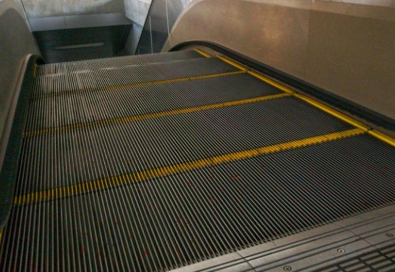 Для чего на самом деле нужны щетки на эскалаторах