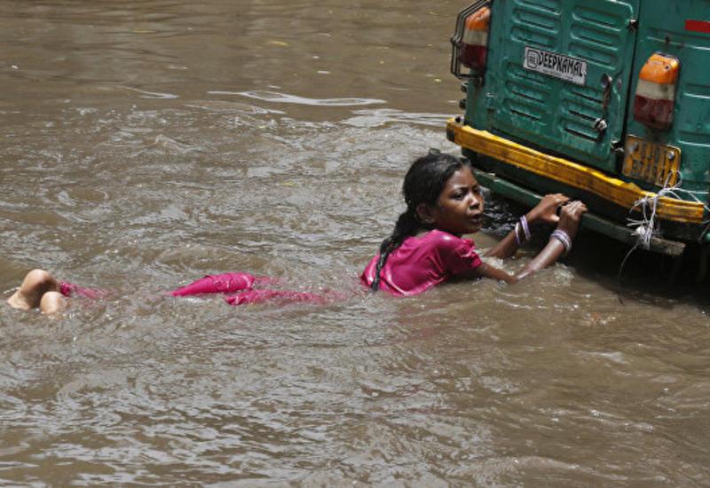 В Индии число жертв наводнений превысило 60 человек