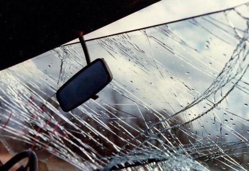 Sürücü avtomobilini aşıraraq hadisə yerindən qaçıb
