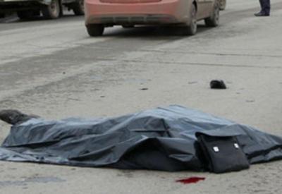 Трагедия в Баку: автомобиль сбил у обочины дороги трех человек, есть погибший
