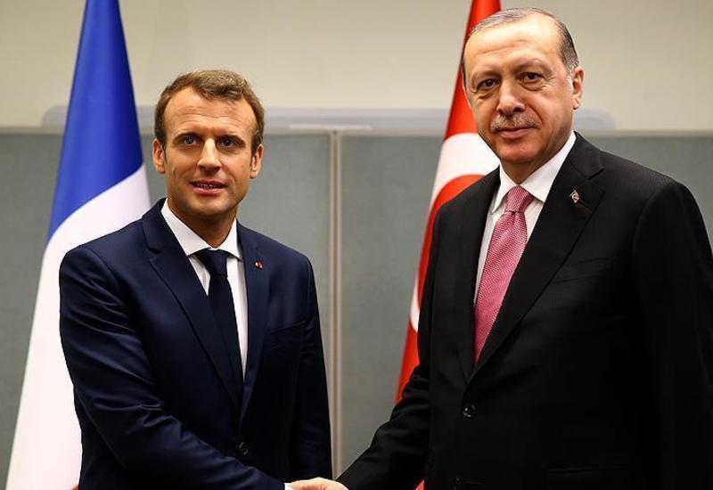 Макрон заверил Эрдогана, что Франция выступает за стабильность Турции