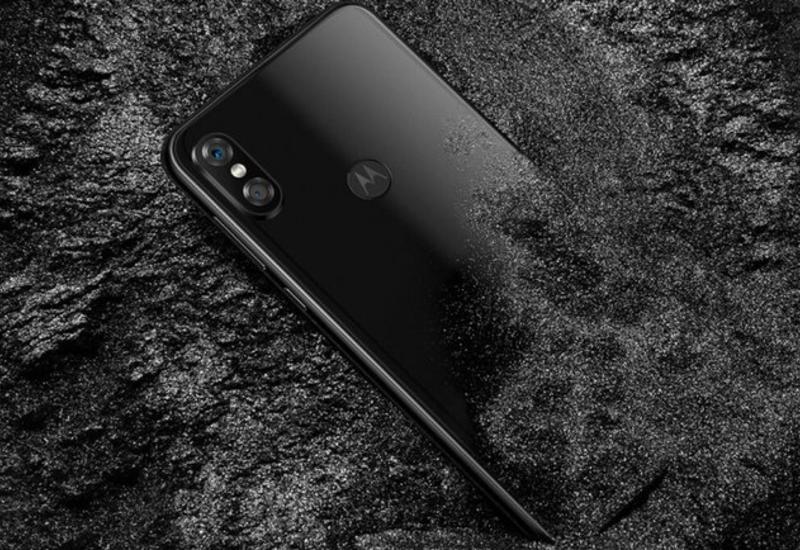 Motorola выпустила дешевую копию iPhone X