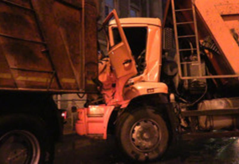 В Гаджигабуле столкнулись два грузовика