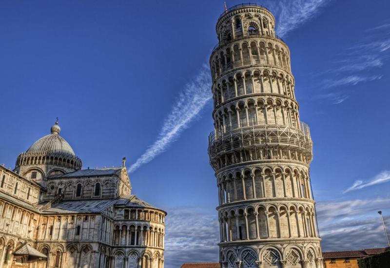 Почему не падает Пизанская башня