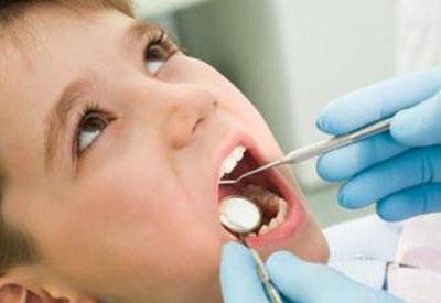 Uşaqlar dişlərini hansı yaşda fırçalasın?