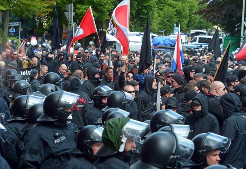 Шестеро полицейских пострадали в Берлине во время марша неонацистов